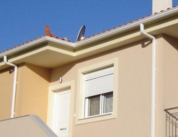 Κεκλιμένη στέγη και ο ρόλος της υδρορροής