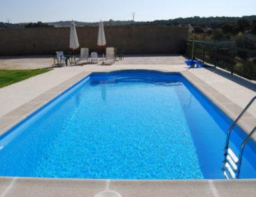 Στεγανοποίηση πισίνας και εφαρμογή εποξειδικής βαφής