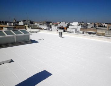 Πόσο μειώνουν τελικά τη θερμοκρασία του σπιτιού οι λευκές ταράτσες